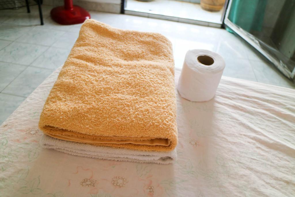 バスタオルとトイレットペーパー